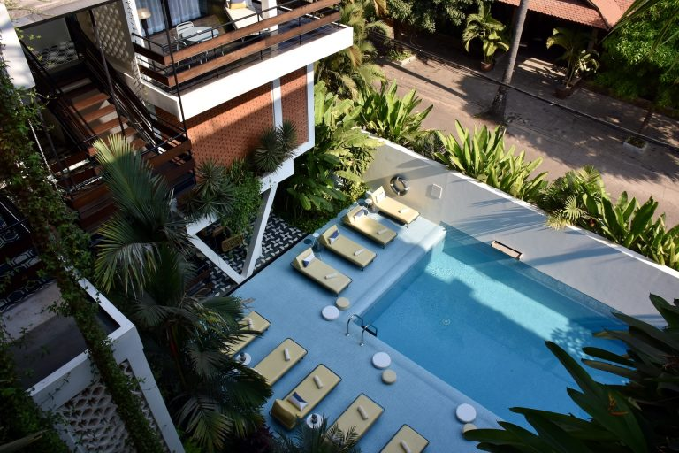 viroth's villa pool